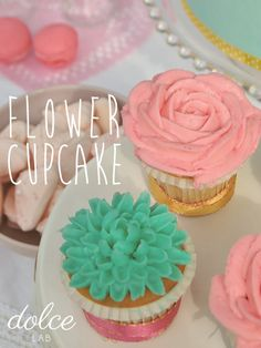 @Jenn L Souza Lab - photo tutorials for how to ice flower cupcakes