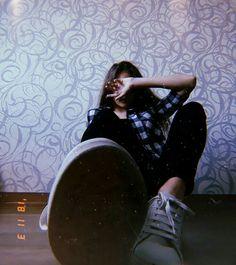 Home photography – girl photoshoot poses Portrait Photography Poses, Fashion Photography Poses, Selfie Photography Ideas, House Photography, Best Photo Poses, Girl Photo Poses, Selfies Poses, Rauch Fotografie, Teenage Girl Photography