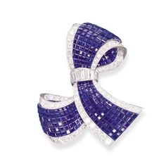 AN INVISIBLY-SET SAPPHIRE AND DIAMOND CLIP BROOCH, BY VAN CLEEF & ARPELS -- Designed as an invisibly-set sapphire knot, with circular-cut diamond borders, gathered by a baguette-cut diamond ribbon, mounted in platinum