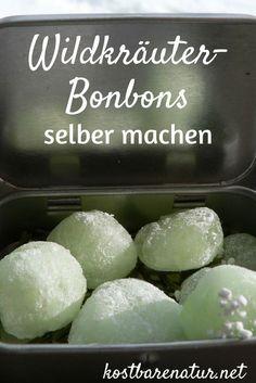 Kräuterbonbons lindern zahlreiche Beschwerden. Mit diesem Rezept kannst du aus einem individuellen Kräutermix köstliche und heilende Lutschbonbons herstellen.