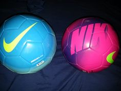 They are a blue, pink, purple balls for play football. The ballons are very very beautiful. They are parte of the Nike's brand. Has a yellow dove. Both has a price of six hundred pesos