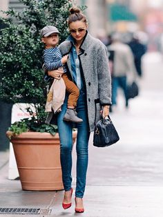 Miranda Kerr media gallery on Coolspotters. See photos, videos, and links of Miranda Kerr. Estilo Miranda Kerr, Miranda Kerr Style, Miranda Kerr Son, Estilo Navy, Vs Fashion Shows, Winter Stil, Mommy Style, Baby Style, Vintage Mode