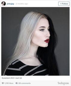 The Cruella de Vil-Inspired Split Hair Color Trend: 8 Looks You Have to See - half black, half platinum blonde hair Split Hair, Split Dyed Hair, 2 Tone Hair, Hair Inspo, Hair Inspiration, Half And Half Hair, Latest Hair Trends, Brunette To Blonde, Brunette Woman