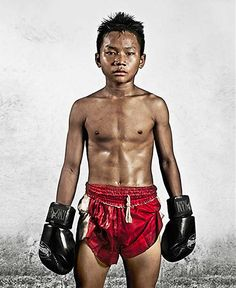 Boston and Bangkok-based photographer Noah David Bau spent the last four years at a training camp in one of Bangkok's most notorious slums to create This Is My Body, a series of portraits of young professional Muay Thai boxers. Muay Thai Martial Arts, Mixed Martial Arts, Thai Boxer, Muay Boran, Tony Jaa, Young Boys Fashion, Contemporary Photography, Contemporary Art, Boxing Training