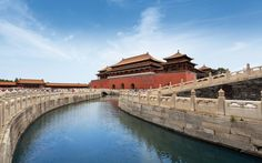 Explore the ancient Chinese Capital with the magnificent Forbidden City, imperial palaces and the incredible Great Wall.