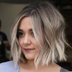 Creative ideas for fantastic looking women's hair. Your own hair is certainly what can easily define you as a man or woman. To numerous people today it is usually vital to have a great hair style. Hairstyle Ideas For Long Hair. Hair and beauty. Hairstyle Look, Cute Hairstyles For Short Hair, Curly Hair Styles, Haircut Short, Decent Hairstyle, Hairstyle Hacks, Blonde Bob Hairstyles, Hairstyles Haircuts, Wedding Hairstyles