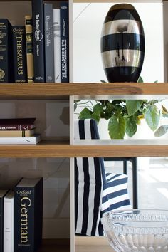 A particular of our Charlotte #bookcase - #silenia #madeinitaly
