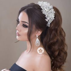 Saç Günay Vizaj Sara Прическа от Гунай Макияж от Сары Hair style by Gunay Make up by Sara 598 99 051 431 95 Quince Hairstyles, Evening Hairstyles, Bride Hairstyles, Hairstyles Videos, Updo Hairstyle, Easy Hairstyles, Wedding Updo, Wedding Makeup, Quinceanera Hairstyles