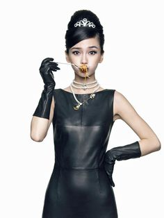 montyburns56:  Hong Kong actress Angelababy wearing leather gloves.
