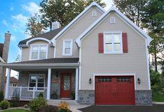 Portes de garage Garex / Modèle New-Hampshire / Couleur: peinturé rouge / fenêtres: scellées 8 carreaux blancs / cadres peinturés / ensemble de pentures et poignées décoratives / www.garex.ca