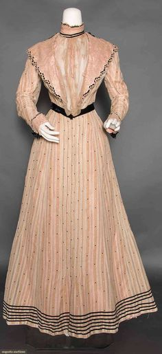 Cotton day dress, circa 1900.  Augusta Auctions, April 8, 2015, New York NY (Lot 105)