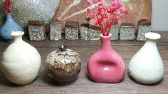 공방에서 직접만든  도자기미니꽃병4개 1세트입니다 1250도에 소성되어튼튼합니다  향기나는 작은꽃으로 장식해보세요 ^^ 꽃은따로구매하셔야합니다  문의 01075359075