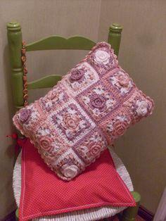 Almohadón tejido a crochet. cushion pillow