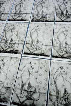 am liebsten Bunt : Tiefdruck mit Nudelmaschine und Katze - Dry point etching with pasta machine and cat Tetra Pak, Most Expensive Supercars, Big Stuffed Animal, Water Into Wine, Pasta Machine, Arts Ed, Linocut Prints, Art Lessons, Printmaking