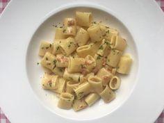 Pasta alla Carbonara   Mezzi Rigatoni   Verse eieren, Parmezaanse kaas en spek   Bekijk dit overheerlijke traditionele pasta recept op Alles Over Italiaans Eten
