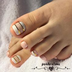21 Amazing Toe Nail Colors to Choose This Season ❤ Cute Color Combinations with White picture 2 ❤ Your toe nail colors should always keep up with the season. There is no way we will allow you to stay behind and out of the trend! Do not thank us! https://naildesignsjournal.com/toe-nail-colors-amazing-designs/ #naildesignsjournal #nails