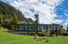 Modern home located in La Sabana , near the city of Bogotá in Colombia. Beach House Plans, Cottage House Plans, Cottage Homes, Modern Mountain Home, Mountain Homes, Mid Century Modern Design, Modern House Design, Shipping Container House Plans, Prefabricated Houses
