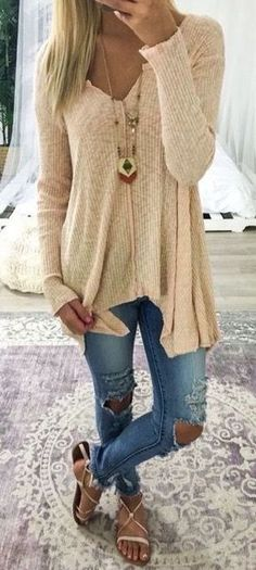 I like this top. Neutral color, light weight and loose.