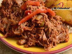 TURISMO EN CHIHUAHUA. En Chihuahua, uno de los platillos típicos es la machaca. Para los que no la conocen, consiste en carne seca deshebrada. En la mayoría de las recetas la machaca se mezcla con huevo revuelto, jitomate, cebolla y chile. Es un platillo abundante y nutritivo, donde encontrará una deliciosa combinación de sabores. Le invitamos a saborear este exquisito plato tradicional del hermoso estado de Chihuahua.