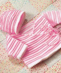 Hier sind die perfekte Mütze und Jacke, um Ihr Baby willkommen zu heißen. In anderen Farben ist es auch für einen kleinen Jungen niedlich.