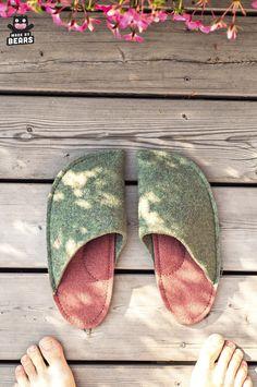 Slippers for men made of wool felt. #menslippers #slippersmen #slippersformen #forhim #menfashion 50th Birthday Gifts For Men, Dad Birthday, Men's Slippers, Felted Slippers, Wedding Gifts For Groom, Wool Felt, Burgundy, Mens Fashion, Handmade Gifts