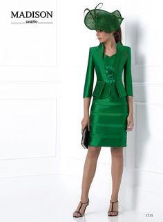 vestido corto de fiesta con chaqueta color verde Dress Suits, I Dress, Plus Size Wedding Guest Dresses, Short Dresses, Dresses For Work, Mother Of Groom Dresses, Smart Outfit, Stylish Jackets, Classy Dress