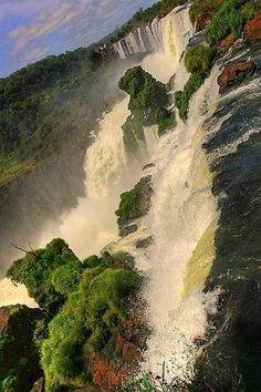 Iguazu Falls Brazilian-Argentinian border | Waterfalls around the World - Photo Stackz