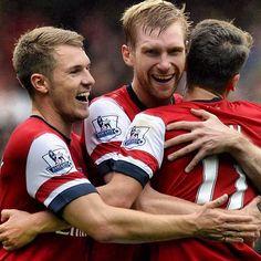 Aaron Ramsey  Per Mertesacker  Özil  Arsenal