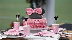 Minnie Mouse-kage med brombær og vanilje Imponer til børnefødselsdagen med denne flotte Minnie Mouse-lagkage
