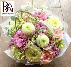 花ギフトのプレゼントBFM お供え花、ポンポン菊を使ってかわいらしくそんなフラワーアレンジメント