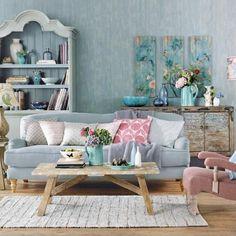 Oturma odası ve salon dekorasyonu için koltuk seçimi kadar renk seçimi de önemlidir. Açık renk dekorasyon sevenler için koltuk rengi olarak pastel tonlar uygun olacaktır. Yumuşak pastel renkler diğer renklerle uyumlu ve sakin bir görüntü sağlar. Pastel renkli koltuğunuz ile diğer pastel renkleri birlikte kullanabilirsiniz. Açık renkli koltukların bir avantajıda koyu renklerle oluşturacağı güçlü kombinasyonlardır. Pastel renkler olarak sarı, yeşil, pambe, turuncu, lila, mavi tonları…