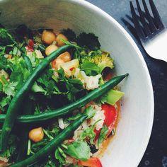 W O K  #kitchenbyeve#vegetar#kikærter#bønner#kokos#karry#protein#aftensmad#lækkermad#spise#mad#grøntsager#vegetarmad#vegetarisk#madblog#blogger#københavn#hverdagsmad#vegansk#veganer#veganfoodshare#delicious eatclean#healthy#dinner#wok#copenhagen#vegetarian#vegan by kitchenbyeve