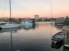 Seattle Floating Homes: For The Love Of The Water – Seattle Afloat: Seattle Houseboats & Floating Homes Seattle Waterfront, Waterfront Homes, Portage Bay, Floating Homes, Lake Union, Houseboats, Love, Fleetwood Homes, Amor