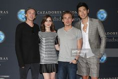 jamie-campbell-bower-lily-collins-kevin-zegers-and-godfrey-gao-attend-picture-id177995364 (1024×683)