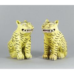 A PAIR OF CHINESE BISCUIT FIGURES OF TIGERS,QING DYNASTY, 19TH CENTURY.