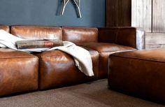 Exclusieve bruine lounge lederen zetel in groot formaat en zeer kwalitatief, tijdloos cognac leder.