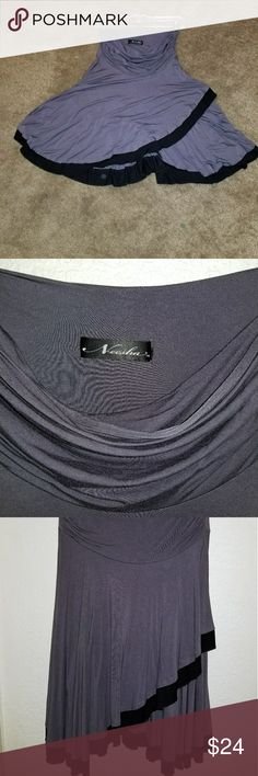 Neesha Gray skirt Super cute and stylish skirt. Contrast trimmed for some stylish edge.   Gently used and in great condition.  Size S/M Neesha Skirts Midi