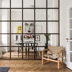 Tror jag precis blev kär i en lägenhet som är ute via Vasastansmäklarna! Har funderat på industrifönster som avskiljande vägg med tunna vita gardiner att dra för. Och så får det bli efter att ha sett denna underbara lägenhet Gå gärna in och ta en titt på Frejgatan 47 #vasastansmäklarna #industrifönster #ystol #fiskbensparkett #vindsetage #vindsvåning #inredning #instahome #design #inredningsdesign #inredningsinspo #interiör #interior #interior4all #interior4you #interior123 #interiörbild…