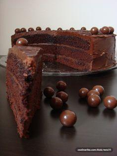 Hvala mojoj teti Kati i mojoj Zori za ovaj predivan recept. Jednostavna i prefina cokoladna torta za sve prilike oduseviti ce vas kako okusom tako i izgledom. Socna i cokoladna bas onoliko koliko treba…..