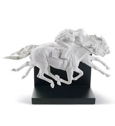 01008515  HORSE RACE   Issue Year: 2010  Sculptor: Ernest Massuet  Size: 28x44 cm  Base included      Limited Edition 3000 pieces