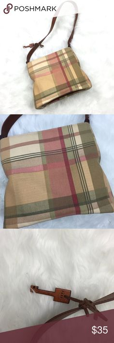 🌺Fossil Small Plaid Square Shoulder Bag Purse Fossil Small Plaid Square Shoulder Bag Purse  This has been gently worn.  There are a couple of small spots. Please refer to photos for more details. Fossil Bags