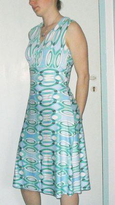 Wrap Dress, Free Pattern – auf Deutsch – in German – en alemán. European size 38 (also fits 40). Bust 34–36.