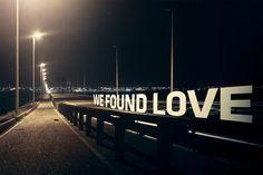 encontramos amor en un lugar sin esperanza...