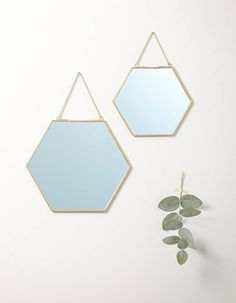 A retro look for these mirrors in gold-coloured metal goes against the grain for a sleek and chic style. DetailsPack of 2 hexagonal mirrors in differe Decor, Mirror Decor Living Room, Mural, Home Decor, Gold Inspiration, Home Deco, Mirror Decor, Furniture Styles, Mirror