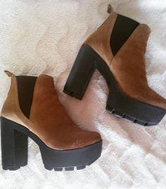 Love this boots <3 @marisaferreirablog Desafio fotográfico :) Dia 1 #sapatos #shoes #desafio #desafiofotográfico #instalike #instagood #instalove #loveshoes #photo #pic #marisaferreirablog #blog #blogger #blogdasgemeas