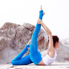 Get to know the Alo Yoga West Cost Legging #yoga #yogainspiration #YogaRoutinesandPoses