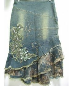 Embellished jean skirt w/layered flounce hem (link doesnt work so can only use it as an idea) - Jean Skirts - Ideas of Jean Skirts Denim And Lace, Sewing Clothes, Diy Clothes, Denim Ideas, Denim Crafts, Embellished Jeans, Recycle Jeans, Altered Couture, Jeans Rock