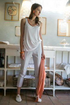 milk fiber t shirt with necklace and jacquard pants