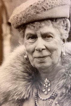 Queen Mary wearing the Women of Hampshire brooch.