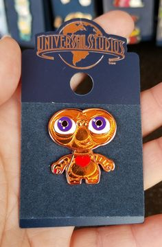 the Extra Terrestrial Universal Studios Trading Pin – ET with Heart Famous Directors, Jacket Pins, Extra Terrestrial, Studio Logo, Steven Spielberg, One Star, Hedgehogs, Classic Movies, New Pins